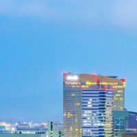 博多駅に国内初の技術を搭載したデジタルサイネージが登場?