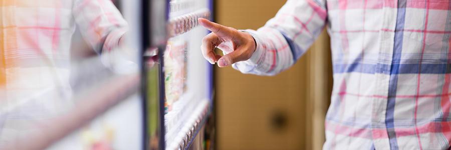 夢の機能? デジタルサイネージ型の新世代自動販売機とは