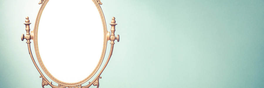 鏡のデジタルサイネージ!? 新時代の広告スタイル