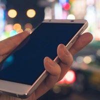 スマホとデジタルサイネージを連携させて何ができる? 新しい試みとは