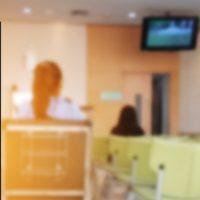医療機関に設置されたデジタルサイネージ