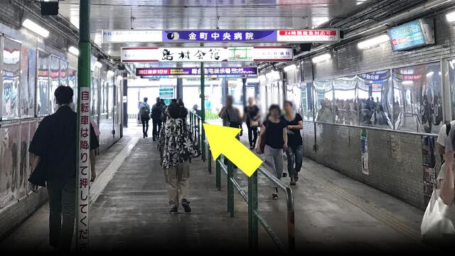 屋内通路を進むとバスターミナルです。